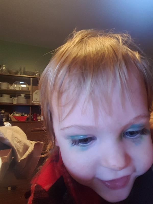 """Tirzah Mae's """"Makeup"""""""