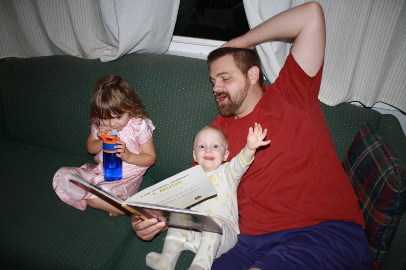 "Papa reads ""Welcome"" by Mo Willems"